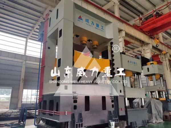 630吨框架式拉伸液压机图片